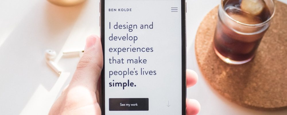 Smartphone-Quotes-Hand